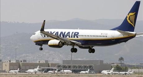 Un avi�n de Ryanair en El Prat. Imagen de archivo.