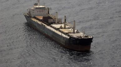 El buque 'Cheshire' ya no desprende humo tóxico