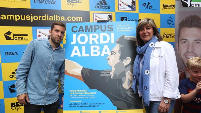 El jugador del Barça Jordi Alba organitza un campus esportiu a L'Hospitalet