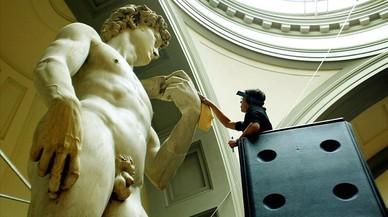 Tareas de restauración al David de Miguel Ángel, en la Galería de la Academia, el segundo museo más visitado de Florencia.