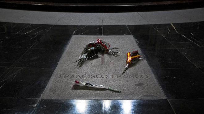 El Congreso pide a Rajoy desenterrar a Franco del Valle de los Caídos
