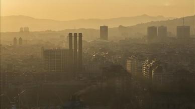 Multes de 100 euros per incomplir el veto de circular amb elevada pol·lució