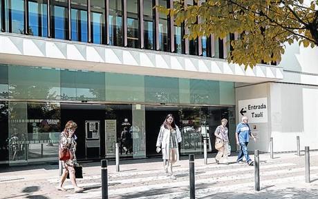 Entrada principal del Hospital Parc Taul� de Sabadell.