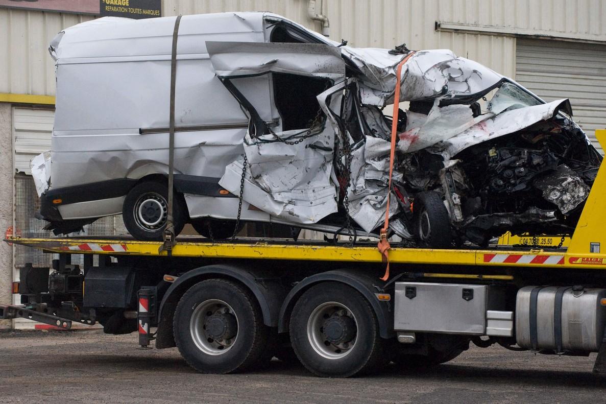 Al menos 12 muertos en un accidente entre un microbús y un camión en Francia