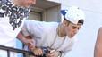 Justin Bieber escup als seus fans des d'un balcó a Toronto