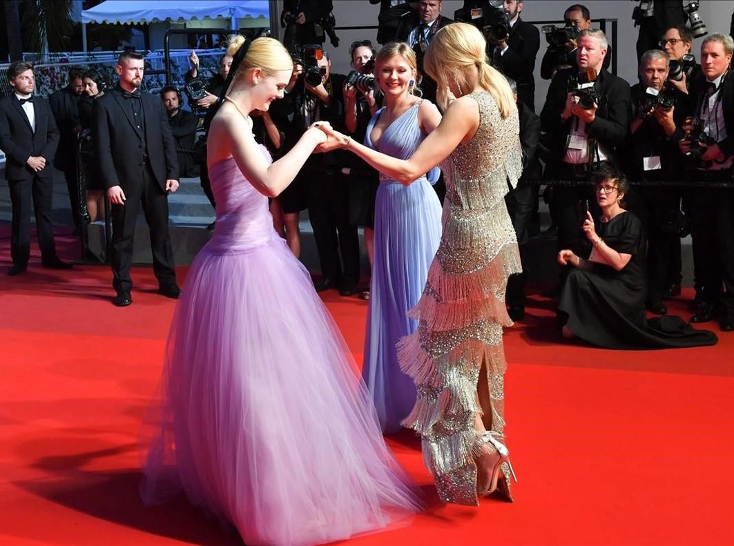 Las actrices Elle Fanning, Kirsten Dunst y Nicole Kidmantras la proyección de la película The Beguiled en el Frstival de Cannes.