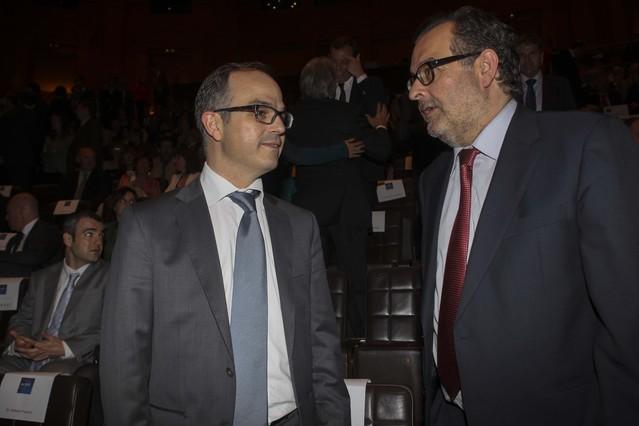 Jordi Turull, portavoz del grupo de Convergència i Unió en el Parlament de Catalunya, junto a Albert Sáez, director adjunto de EL PERIÓDICO.