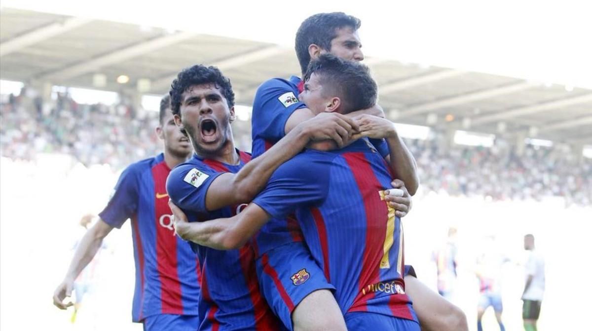 El Barça B posa un peu i mig a Segona A