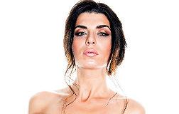 La miss rumana Ana Mar�a Dae, portada de 'Intervi�'