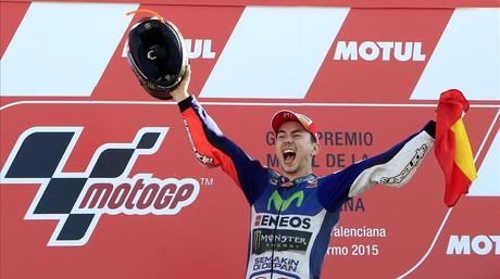 El piloto espanyol Jorge Lorenzo celebra el t�tulo conseguido en el Gran Premio de Cheste.