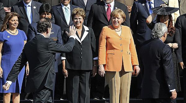 La receta contra la crisis enfrenta a Rajoy y Merkel.