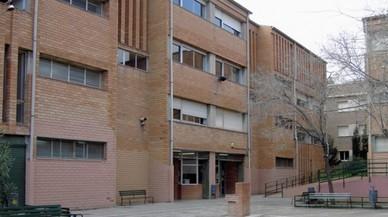 Allau de suports a Santa Coloma al professor a qui van prohibir fer classes a batxillerat