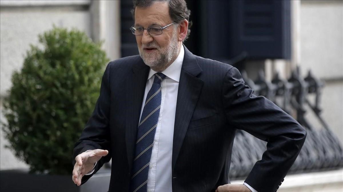 Rajoy tiende la mano al PSOE y a Catalunya en busca de pactos