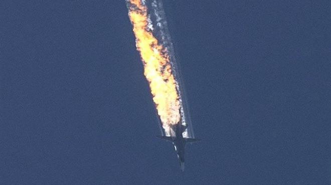V�deo del momento en que el avi�n de combate ruso cae derribado por la aviaci�n turca.