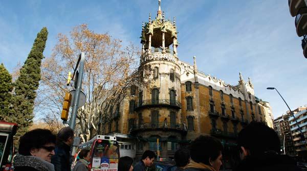 Una visita al edificio Rotonda, en diciembre del 2010, de la mano del arquitecto Alfonso Arribas, encargado del nuevo proyecto.