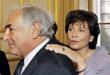 El exdirector del Fondo Monetario Internacional Dominique Strauss-Kahn junto a su mujer, Anne Sinclair.