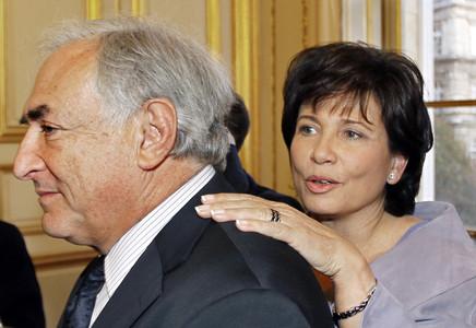 El exdirector del Fondo Monetario Internacional Dominique Strauss-Kahn junto a su mujer, Anne Sinclair.