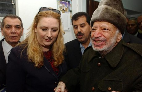 Yaser Arafat y su esposa, Suha, en octubre del 2004 en Ramallah.