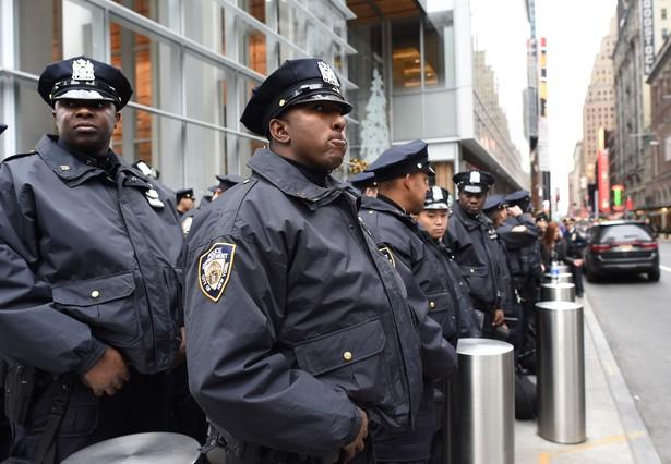Vigilancia policial en Times Square antes de la llegada del 2016.