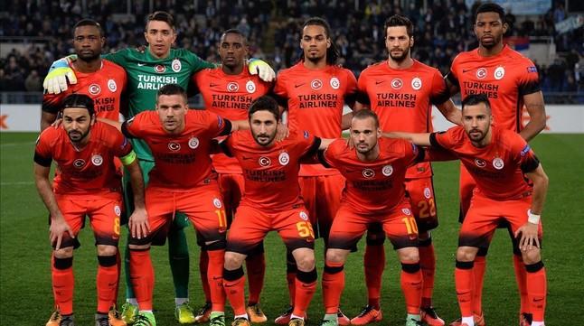 Los jugadores del Galatasaray, durante un encuentro de Europa League