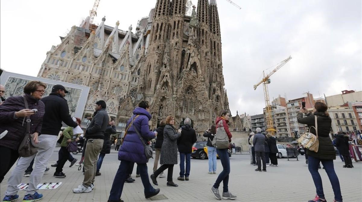 Los vecinos de sagrada familia ganan un espacio peatonal - Calle marina barcelona ...