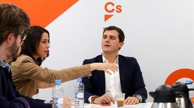 El president de Múrcia no dimiteix i culpa de l'error els tècnics i la crisi