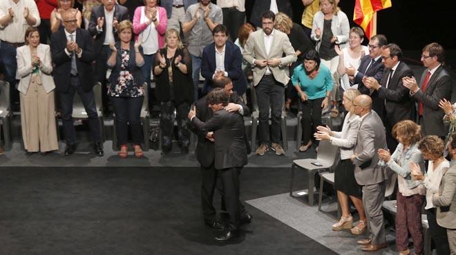 El Govern presenta su Ley del referéndum en el Teatro Nacional de Catalunya