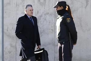 Bárcenas, el 16 de enero pasado, llegando al tribunal de la Audiencia Nacional, en San Fernando de Henares.