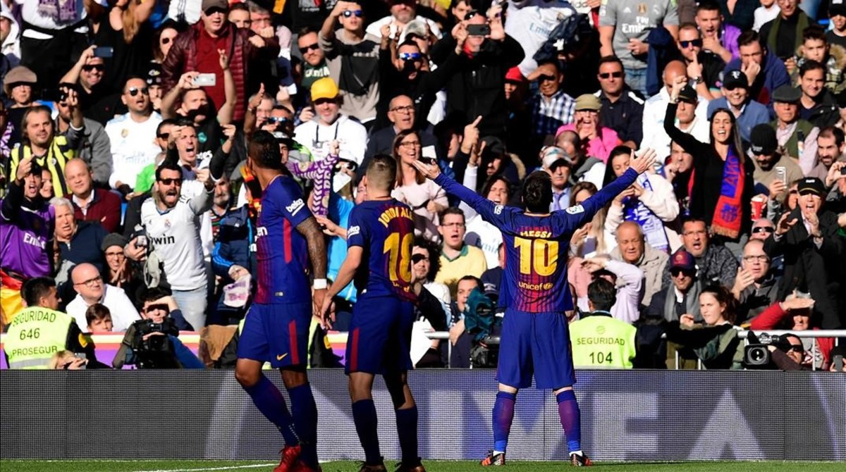 Messi y los jugadores del Barça celebran el segundo gol anotado en el Bernabéu el pasado 23 de diciembre.