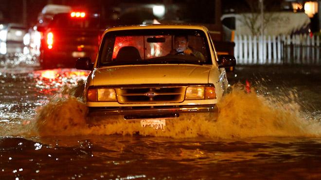 200 personas evacuadas tras la gran inundación de la ciudad de San José (California)