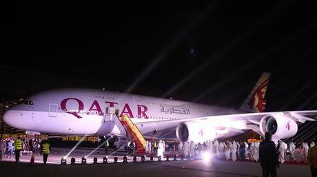 Un Airbus A380 de Qatar Airways, en el aeropuerto de Doha.