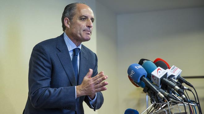 """El ex presidente de la Generalitat asegura que """"no sale de una y ya está en otra"""""""