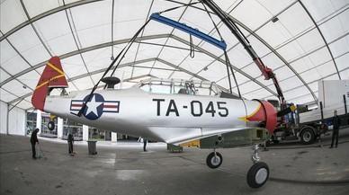 El cazabombardero Texan, este lunes, recién llegado al recinto del Salón del Cómic desde el Aeropuerto de Sabadell.