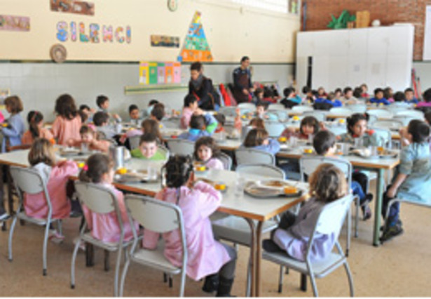 Esplugues concede 213 ayudas para becas comedor for Becas comedor barcelona