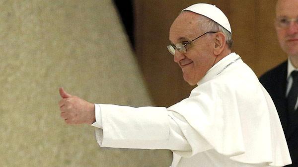 El Papa se re�ne con la prensa en el Vaticano y explica que eligi� el nombre de San Francisco de As�s en atenci�n a los desfavorecidos.