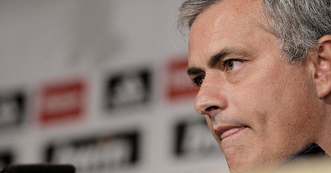 """Mourinho: """"Saldré solo al Bernabéu a las 21.20 por si me quieren pitar"""""""