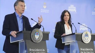 Macri (izq) habla durante una rueda de prensa junto a la ministra de Desarrollo Social, Carolina Stanley, este mi�rcoles, en Buenos Aires.