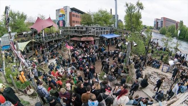 Holzmarkt25 es un remanso que cuida el medio ambiente y la música electrónica.