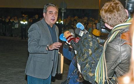 Bustos, imputado por un delito contra la administraci�n p�blica tras declarar seis horas en Sabadell
