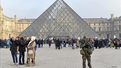 Bajan las visitas al Louvre