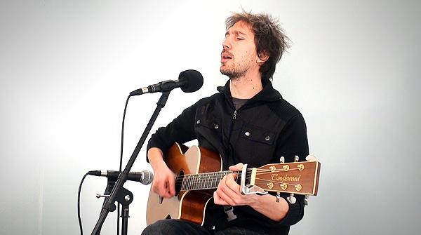 Èric Vinaixa interpreta'Imants', en acústic.