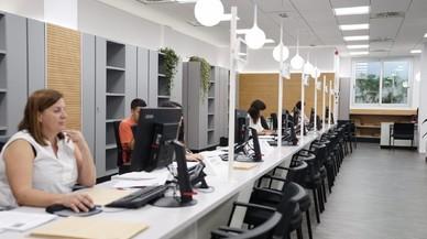 Barcelona reduce la burocracia en los servicios sociales