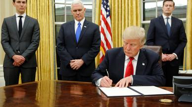 Trump se estrena con un decreto contra el 'Obamacare'
