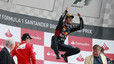 Mark Webber celebra su victoria en Silverstone
