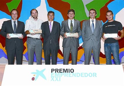 Premio 8 Armenter (CaixaBank) y Valle (Enisa) con los premiados.