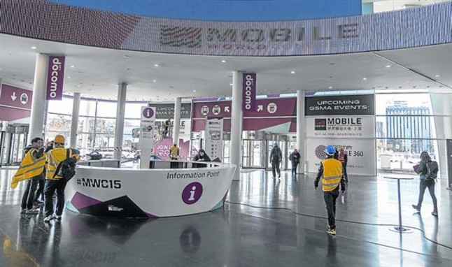 Preparativos del Mobile World Congress en el recinto de Fira Barcelona en Gran Via 2 de Hospitalet, este jueves.