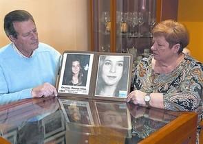 Los padres de Cristina Bergua, el jueves pasado en su casa de Cornellà.