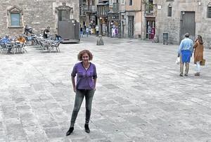 La actriz de Calafell Annabel Totusaus, en la plaza del Rei, en el Barri Gòtic.