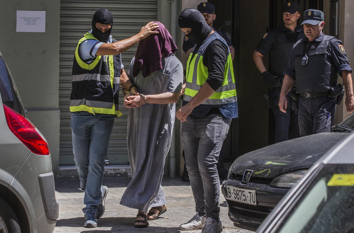 """L'Estat Islàmic a una jove a Catalunya: """"Vas a una reunió i comences a matar a sac"""""""