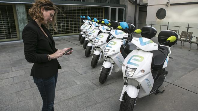Presentaci�n del servicio del Bicing de motos el�ctricas en Barcelona.